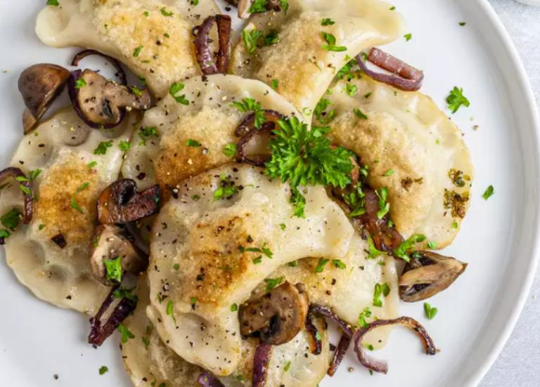 Веганские вареники с грибами и картофелем