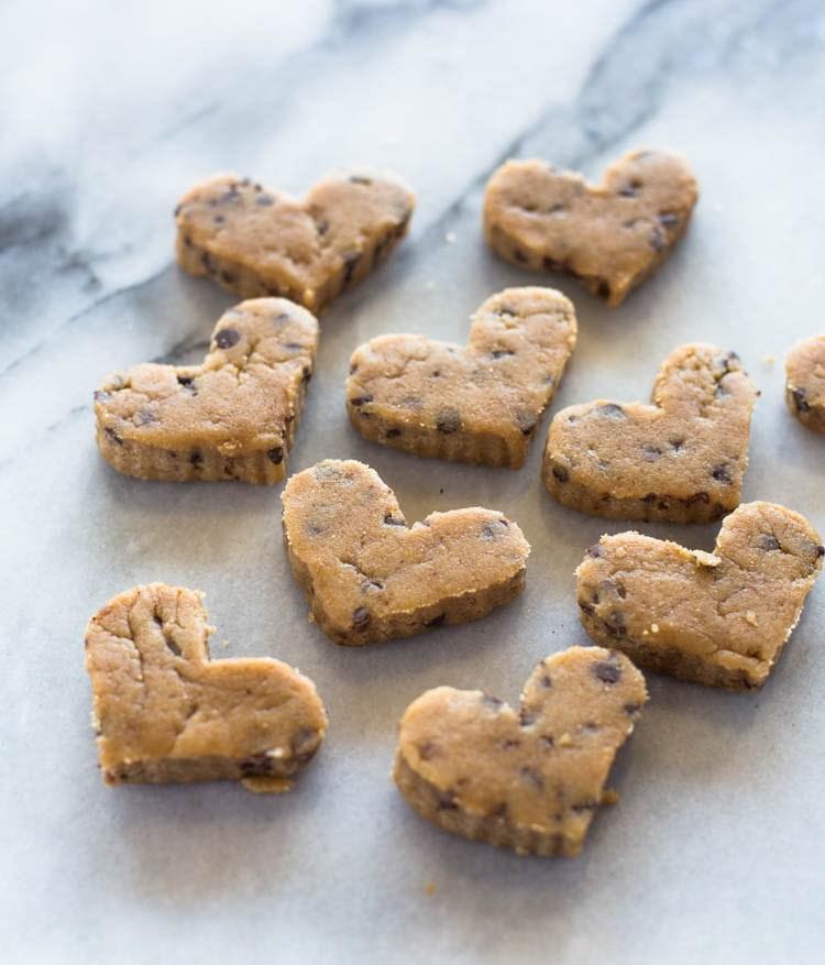 Сердечки из теста для печенья с шоколадной крошкой 2
