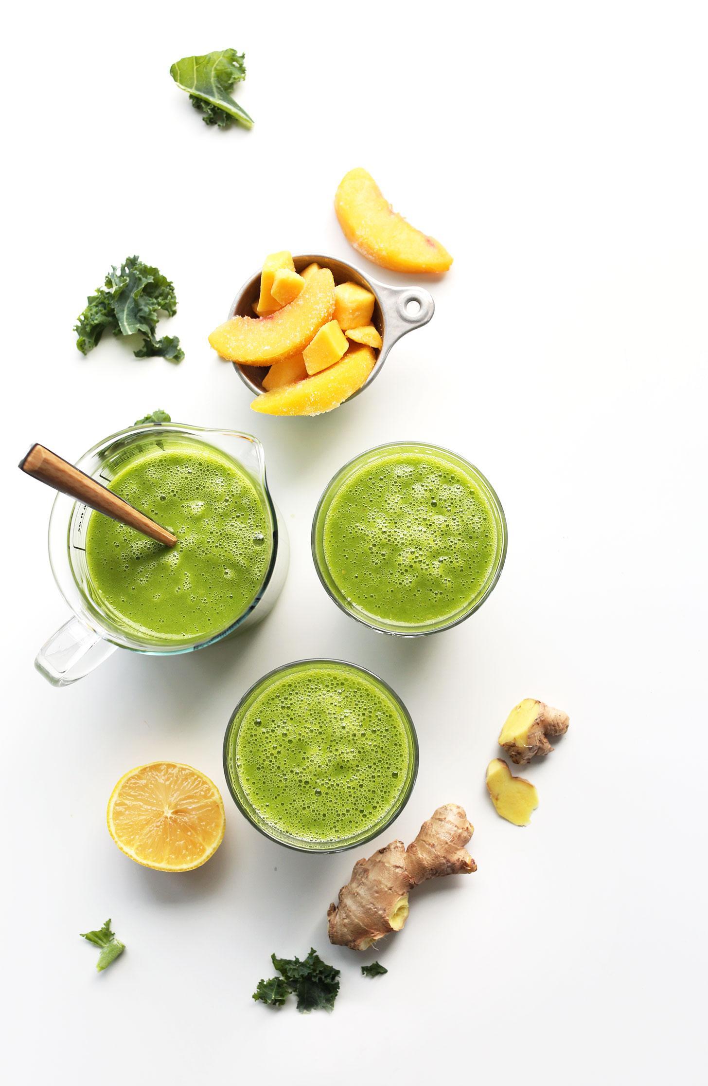 Зеленый смузи с манго, имбирем и капустой 5