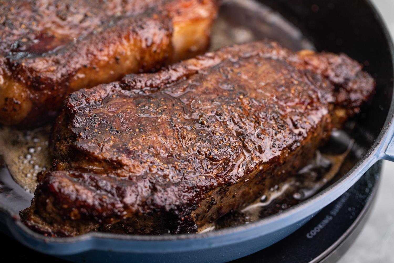 Жареный стейк с чесночным маслом 4