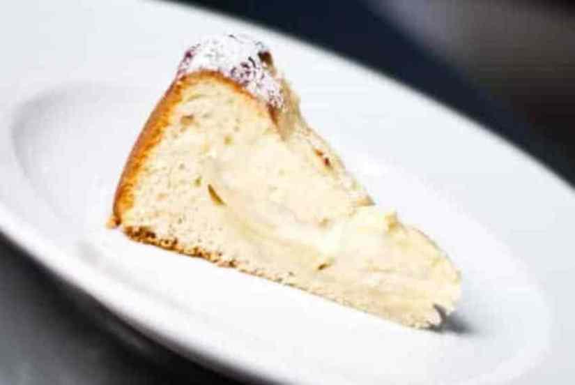Немецкий яблочный пирог с марципаном