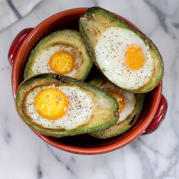 Запеченные яйца авокадо фото 1