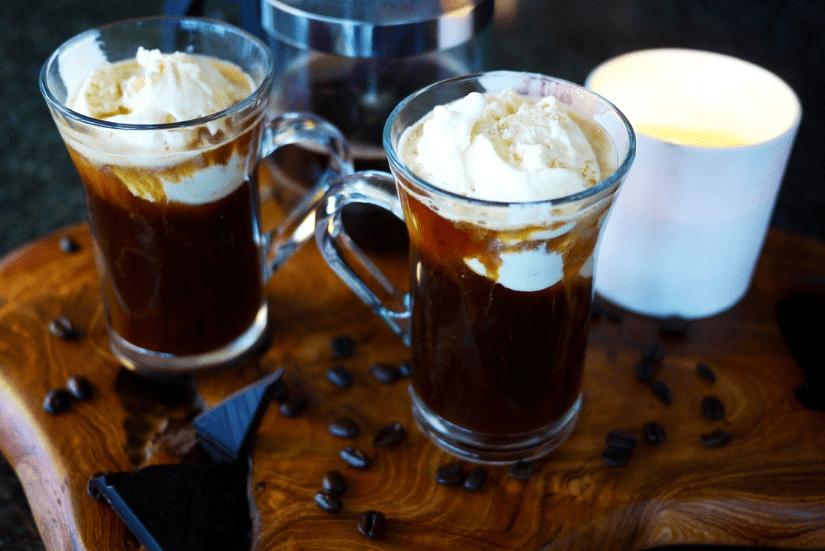 Кофе с ванильным мороженным фото