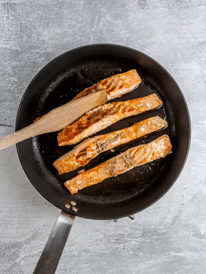 Паста из лосося с горошком без сливок