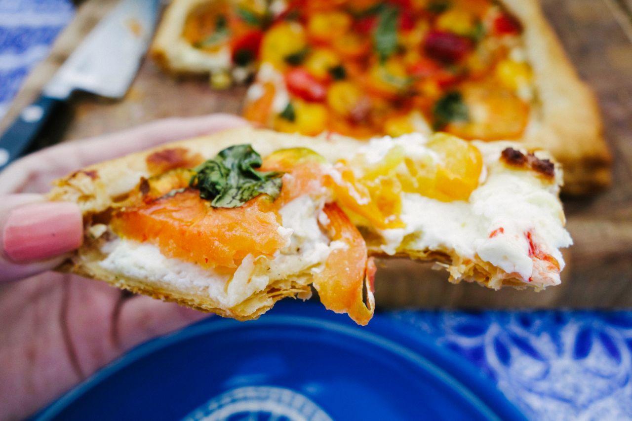 Тарт с помидорами, сыром, базиликом на слоеном тесте 3