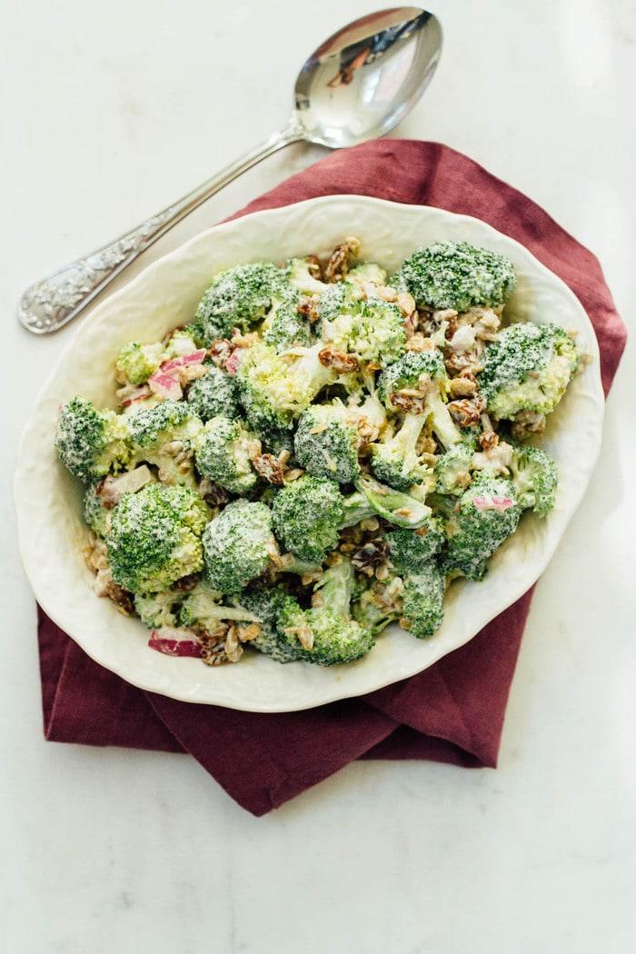 Салат из брокколи с изюмом фото 2