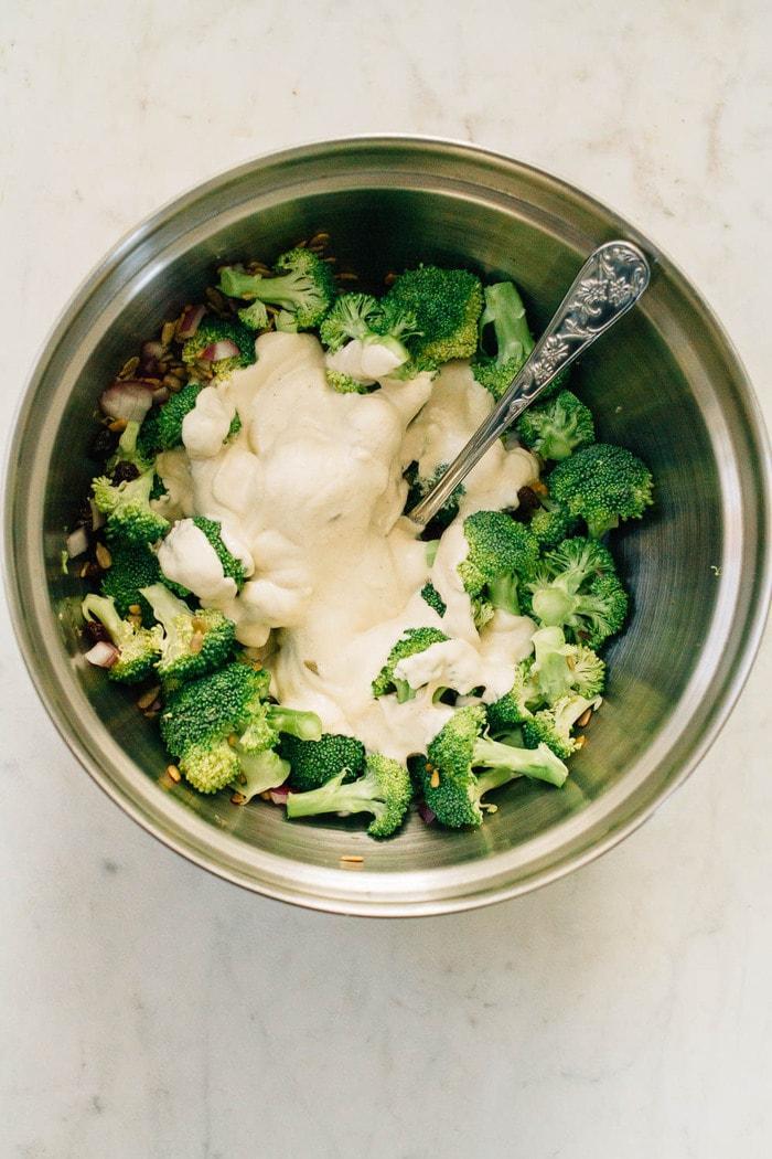 Салат из брокколи с изюмом фото 3