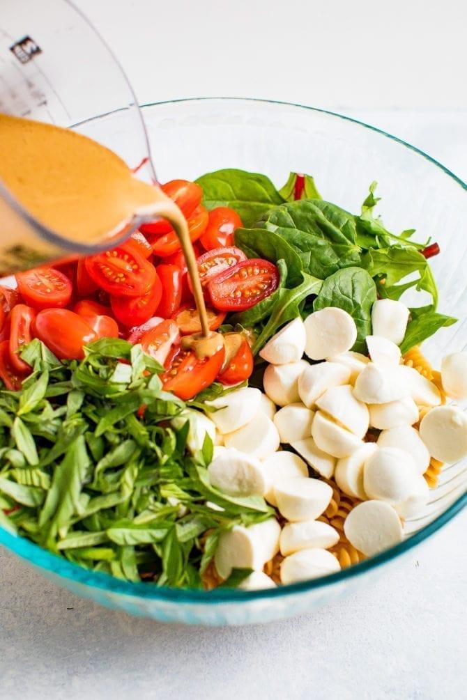 Теплый салат Капрезе с пастой фото 4