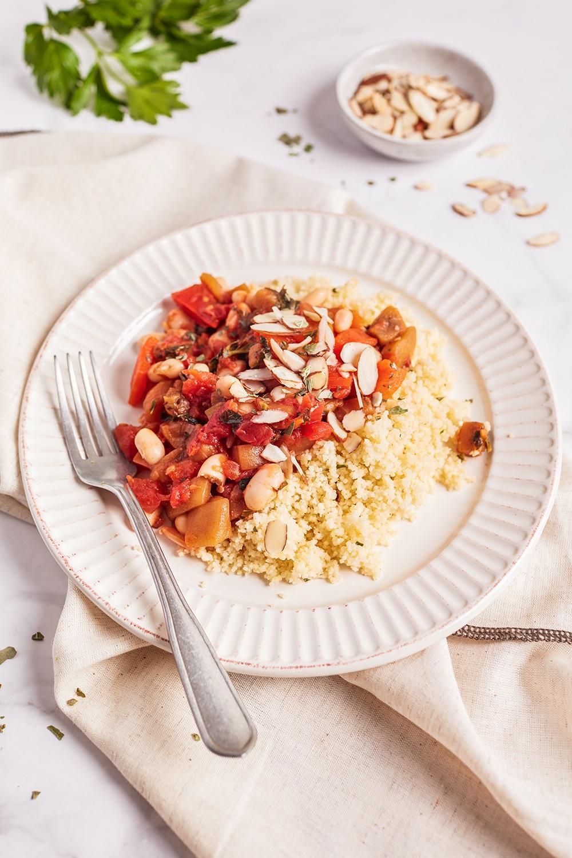Тушенные баклажаны и болгарский перец с белой фасолью и кускусом 2