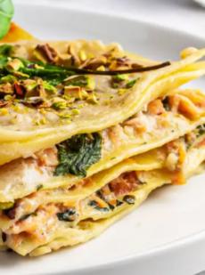 Лазанья со шпинатом и лососем