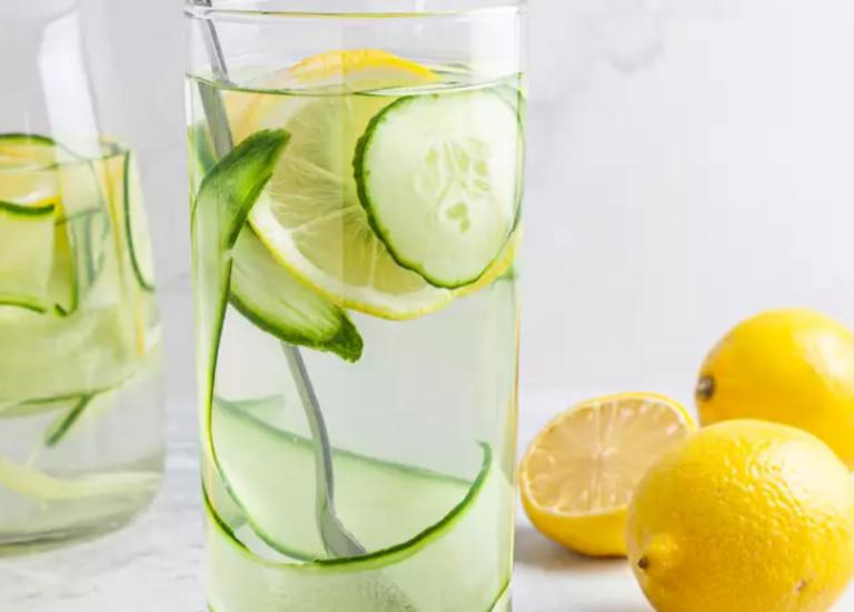 Лимонад с имбирем, огурцом и лимоном