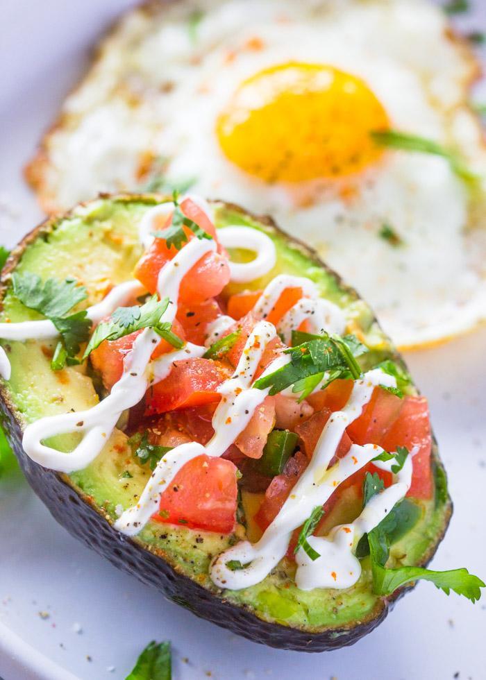 Завтрак с авокадо и яйцами 2