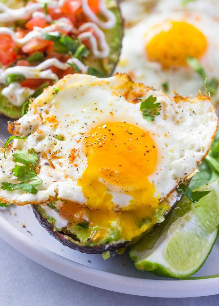 Завтрак с авокадо и яйцами 3