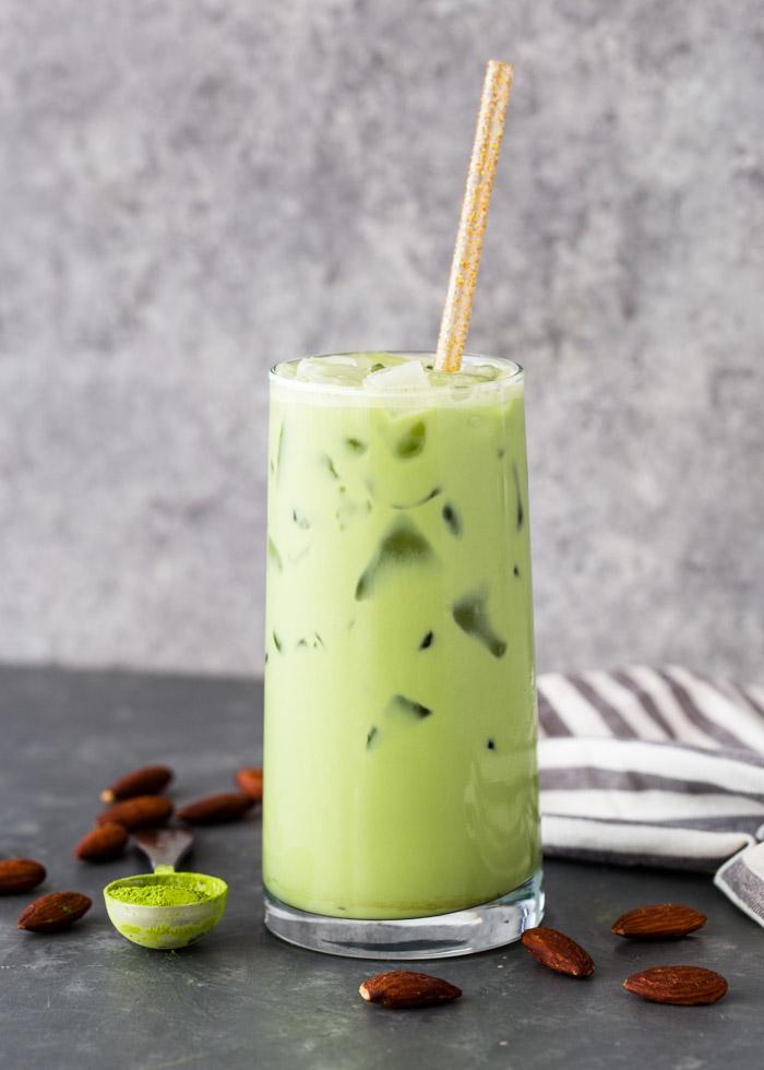 Латте с зеленым чаем матча со льдом 2