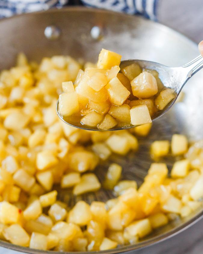 Булочки с корицей, яблоком и сливочно-сырной глазурью 2
