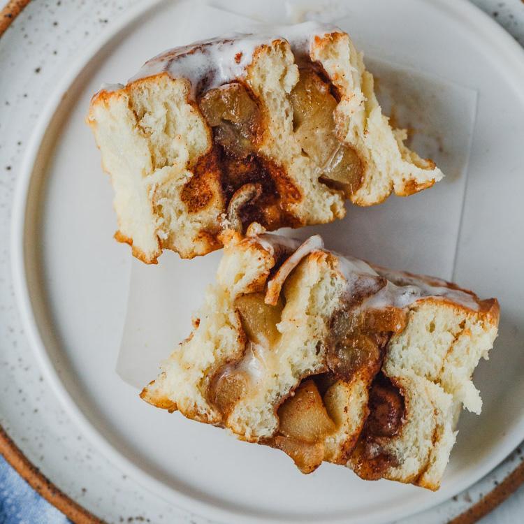 Булочки с корицей, яблоком и сливочно-сырной глазурью 5
