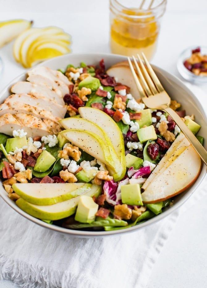 Грушевый салат с грецкими орехами, авокадо и курицей 2