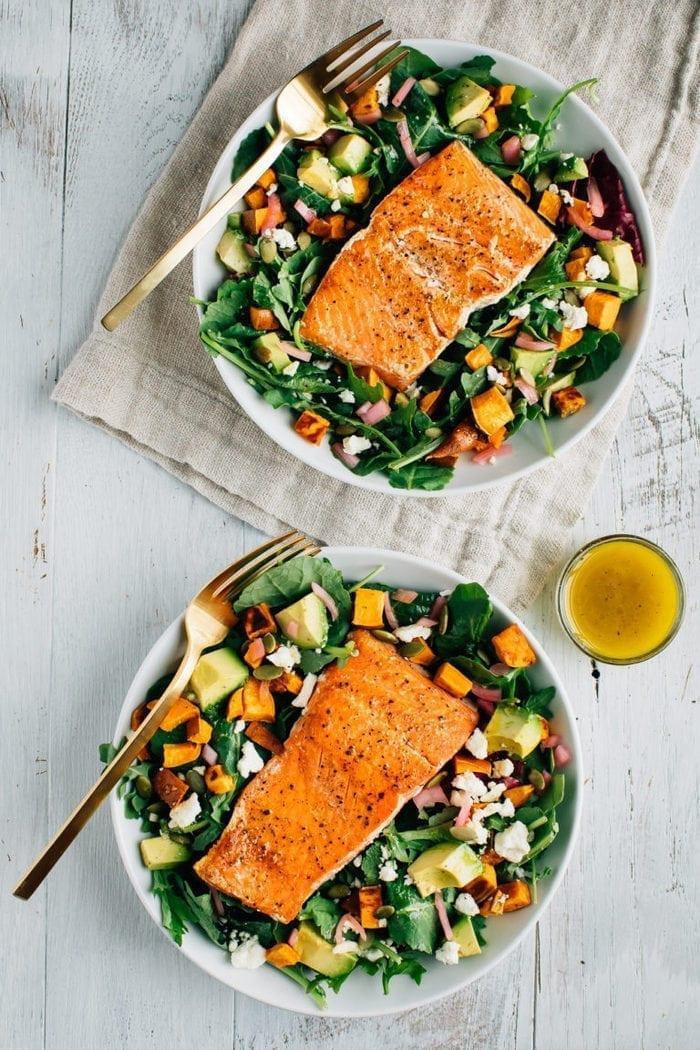 Салат с лососем и авокадо и бататом 4