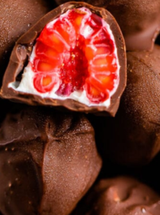 Замороженная малина в шоколаде