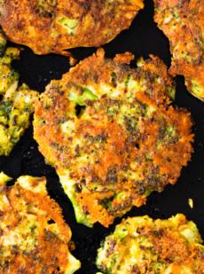 Хрустящие сырные оладьи с брокколи