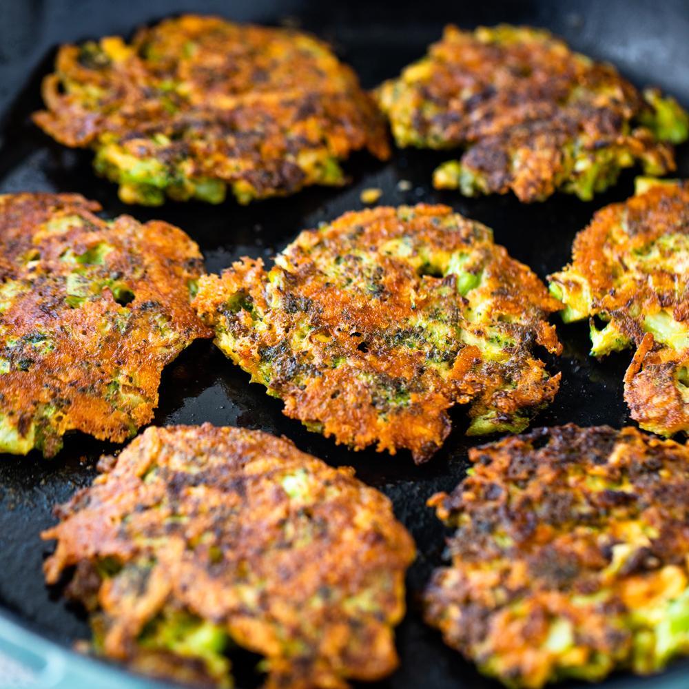 Хрустящие сырные оладьи с брокколи 4