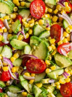 Салат из кукурузы, помидоров и авокадо
