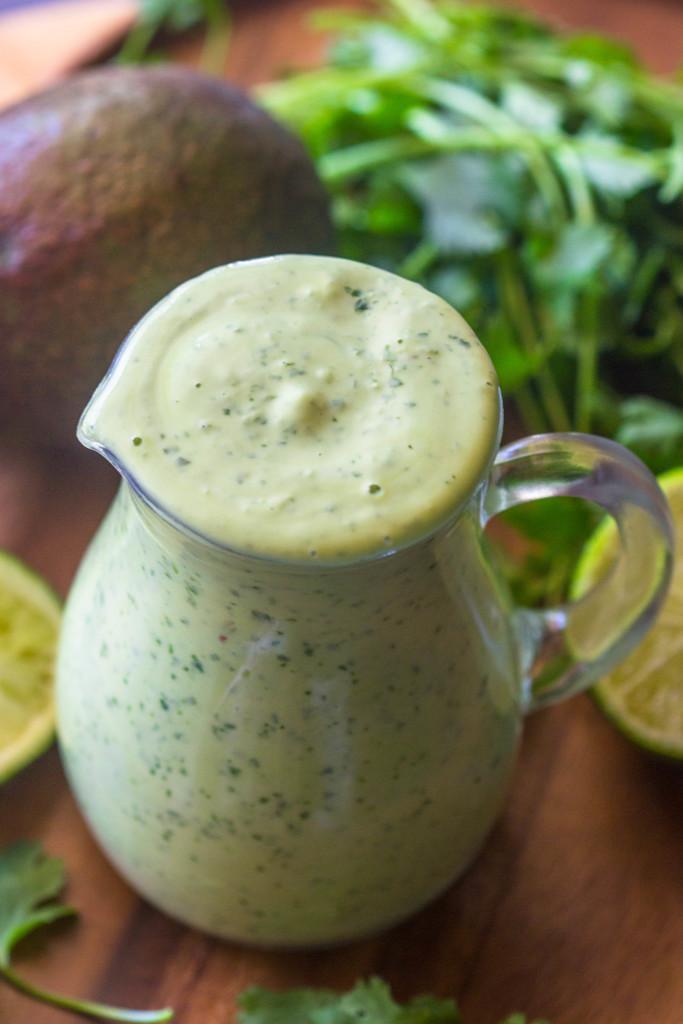Соус из авокадо, кинзы и лайма 2