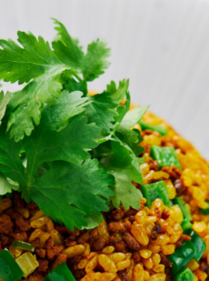 Жареный рис с приправой карри