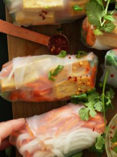 Спринг-роллы с тофу и маринованными овощами
