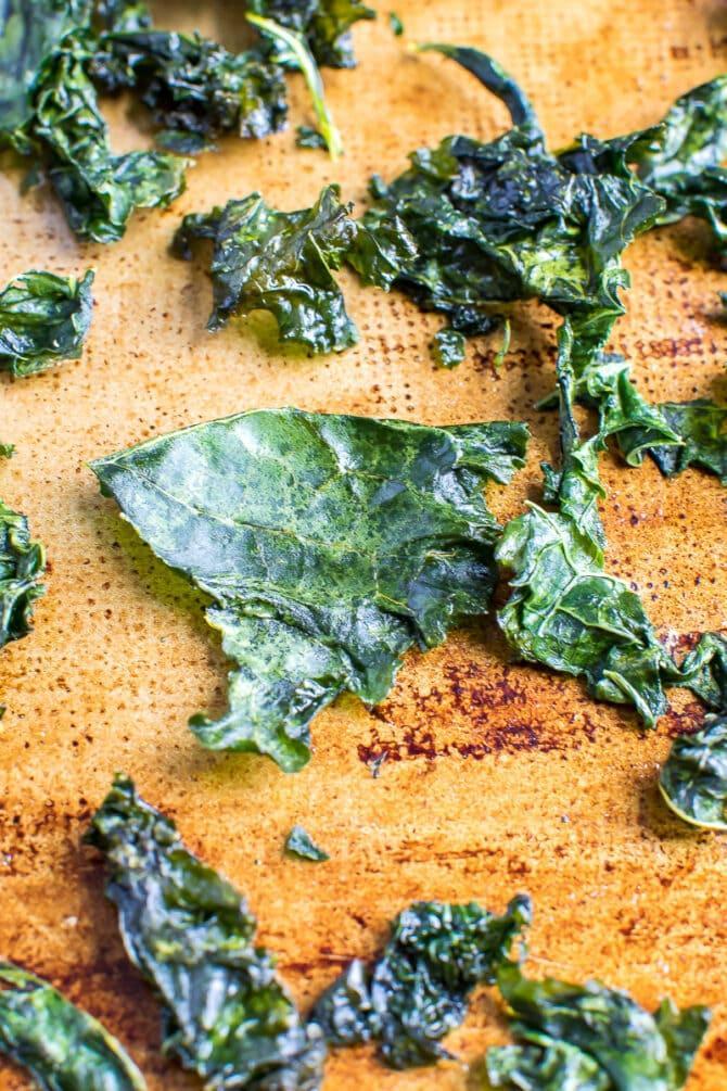 Запеченные чипсы из капусты 2