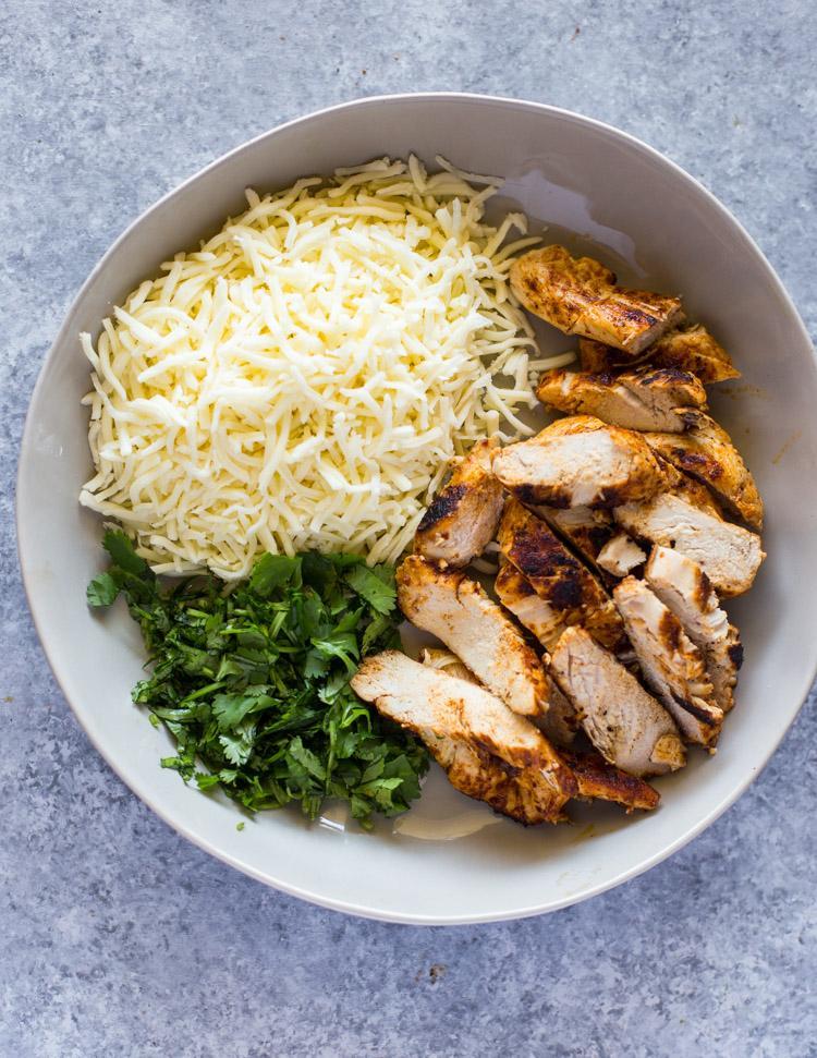 Лаваш с курицей, сыром и зеленью 3