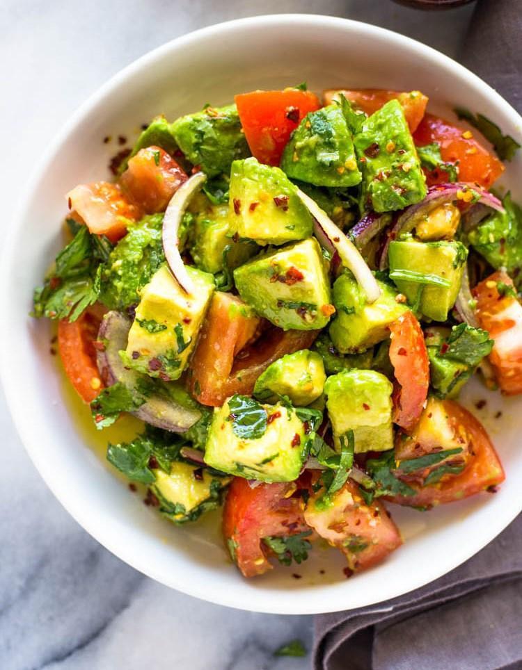 Легкий салат из помидоров и авокадо 4