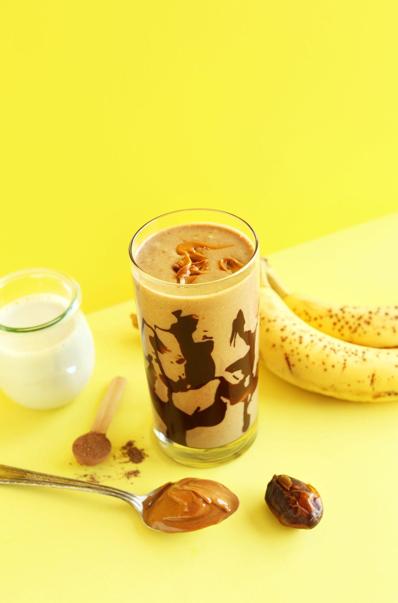 Шоколадный коктейль с арахисовым маслом и бананом 4