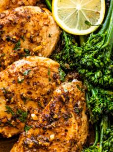 Цыпленок с чесночным маслом и брокколи