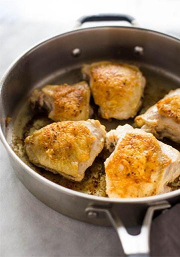Цыпленок с рисом на сковороде с кориандром и лаймом 2