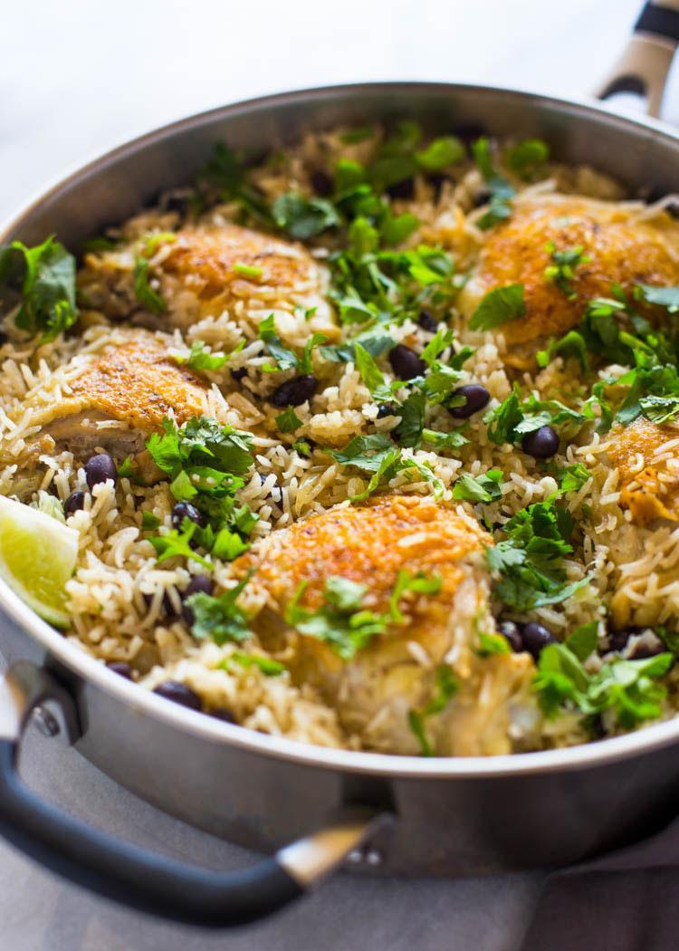 Цыпленок с рисом на сковороде с кориандром и лаймом 4